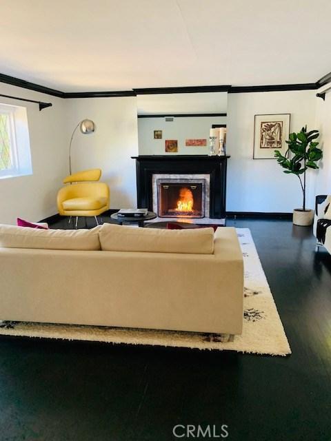4329 Agnes Avenue, Studio City CA: http://media.crmls.org/mediascn/8cf00186-5689-4af9-8e74-dfd1a6b9b1e2.jpg