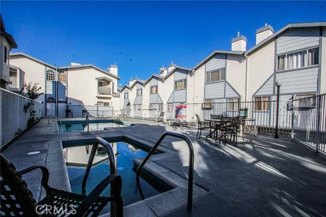 9076 Willis Avenue, Panorama City CA: http://media.crmls.org/mediascn/8cf805ba-7f93-4466-9609-5a898653ec18.jpg