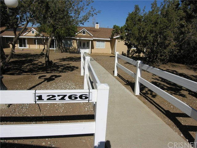 Additional photo for property listing at 12766  Juniper Lane 12766  Juniper Lane Oak Hills, California 92344 United States