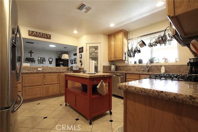 8324 W Avenue C12, Lancaster CA: http://media.crmls.org/mediascn/8d07e2d7-5046-45c0-aa78-2743563d0684.jpg