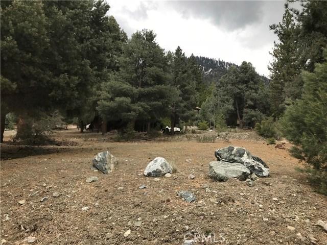 1917 Poplar Way, Pine Mtn Club CA: http://media.crmls.org/mediascn/8d3239fe-4db4-44e3-8531-d83b66618f38.jpg