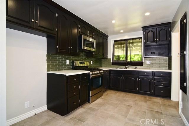 6531 Hanna Avenue, Woodland Hills CA: http://media.crmls.org/mediascn/8d449570-ee65-46f7-8a98-f18c415f1709.jpg