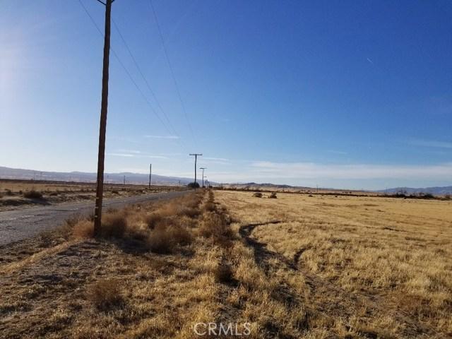 9400 West Avenue G, Antelope Acres CA: http://media.crmls.org/mediascn/8d5065aa-f344-400f-9cea-4873a9320f44.jpg