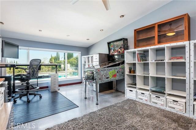 17460 Tuscan Drive, Granada Hills CA: http://media.crmls.org/mediascn/8d510d7d-dbd7-4870-915d-e0c3fa46b72c.jpg