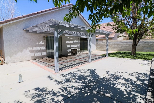 36862 Westgate Drive, Palmdale CA: http://media.crmls.org/mediascn/8d5887a6-1b81-4750-a9eb-8c8c73f4ffb9.jpg