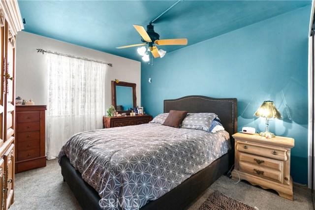 3391 Haven Street, Rosamond CA: http://media.crmls.org/mediascn/8d5b25bd-45a2-4b89-aa07-8a71d1f74892.jpg