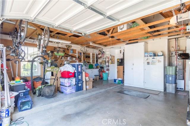 3602 Saturn Avenue, Palmdale CA: http://media.crmls.org/mediascn/8d696e68-71dc-491c-90de-f197a4e45193.jpg