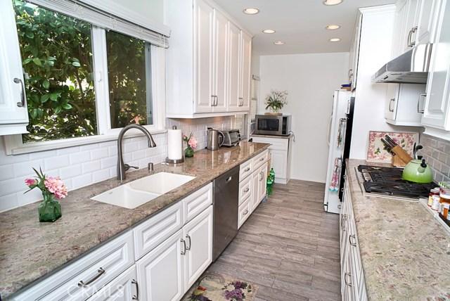 5743 Natick Avenue, Sherman Oaks CA: http://media.crmls.org/mediascn/8de8a99f-e20f-46f2-8320-101cc4619b5c.jpg