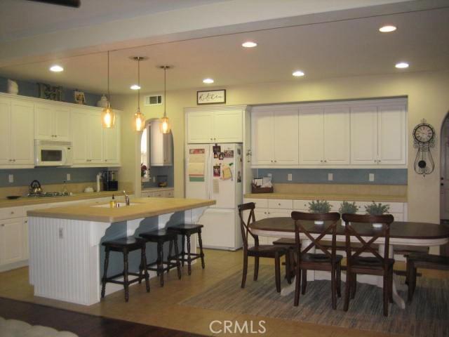 5800 W Avenue K14, Lancaster CA: http://media.crmls.org/mediascn/8e03e7fc-b1a5-47a3-90a7-dfc15c272d1f.jpg
