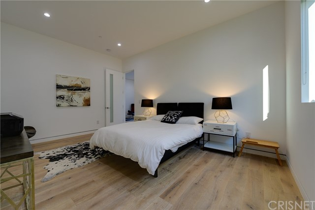 823 N Mansfield Avenue, Hollywood CA: http://media.crmls.org/mediascn/8e33611e-4da1-4d47-9105-cdc6037e7380.jpg