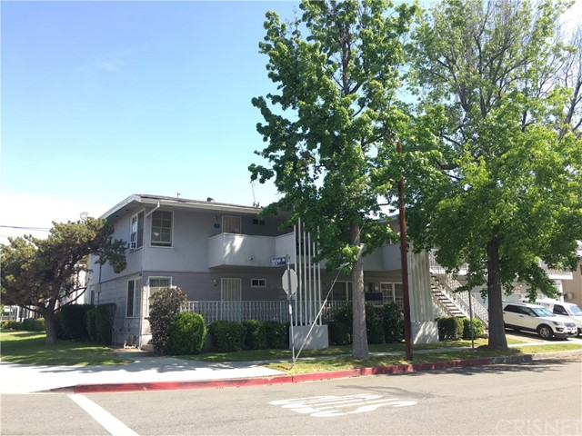 Single Family for Sale at 5300 Vantage Avenue Valley Village, California 91607 United States