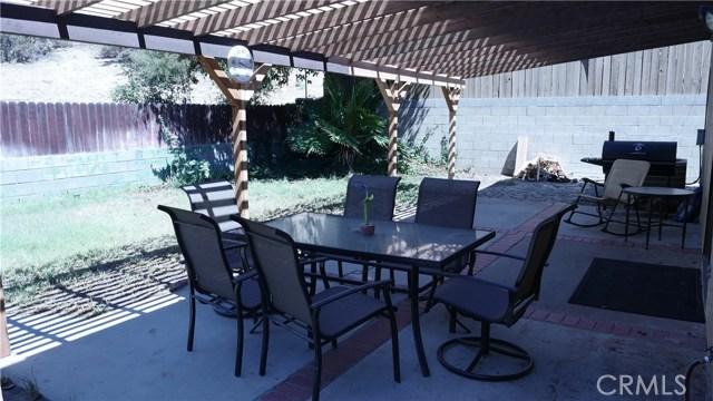 29127 Eveningside Drive, Castaic CA: http://media.crmls.org/mediascn/8e881b43-2087-4cd5-a77b-13a15d6cdd10.jpg