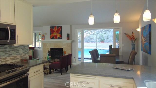 23704 Sandalwood Street, West Hills CA: http://media.crmls.org/mediascn/8ea9e2f1-2316-4147-814e-6b8fc580139a.jpg