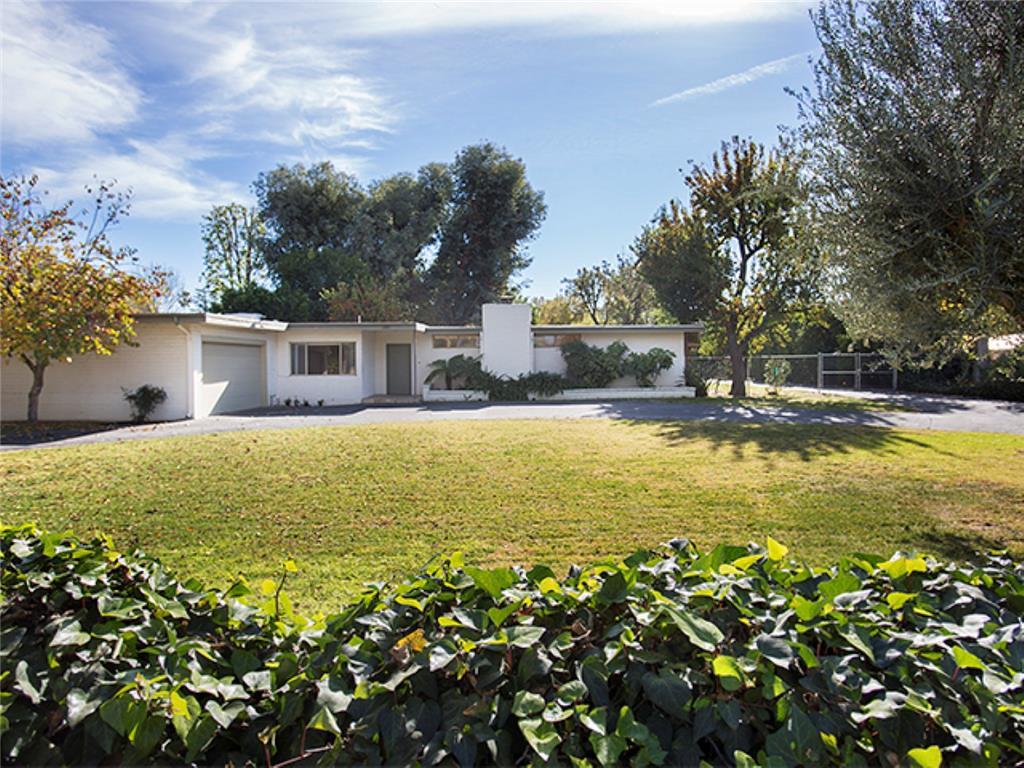 22922 Calvert Street, Woodland Hills CA 91367