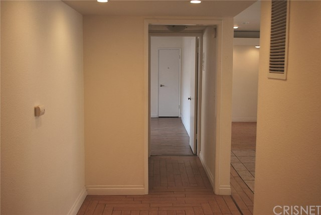 5429 Newcastle Avenue, Encino CA: http://media.crmls.org/mediascn/8ef86d41-4ed8-48cc-8a53-0048be2e6cf1.jpg