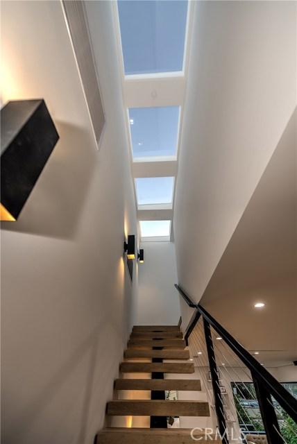 823 N Mansfield Avenue, Hollywood CA: http://media.crmls.org/mediascn/8efe354f-883f-405c-a542-54de19410c1e.jpg