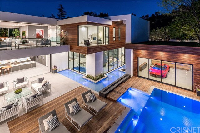 Single Family Home for Sale at 16033 Valley Vista Boulevard 16033 Valley Vista Boulevard Encino, California 91436 United States