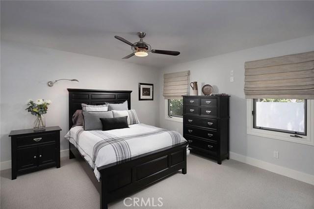 23404 Hatteras Street, Woodland Hills CA: http://media.crmls.org/mediascn/8f335ce8-15f3-439b-8fcc-74305414c47e.jpg