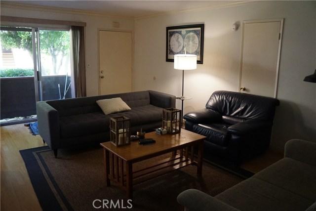 5400 Newcastle Avenue, Encino CA: http://media.crmls.org/mediascn/8f36b736-63c2-4b82-a2bc-0ef6236fd971.jpg