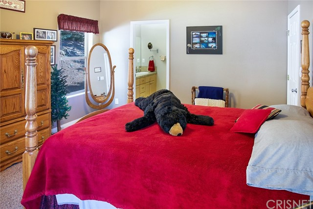 13716 Yellowstone Drive, Pine Mountain Club CA: http://media.crmls.org/mediascn/8fbb58af-5c3b-499b-bce3-75856b1bbb4a.jpg