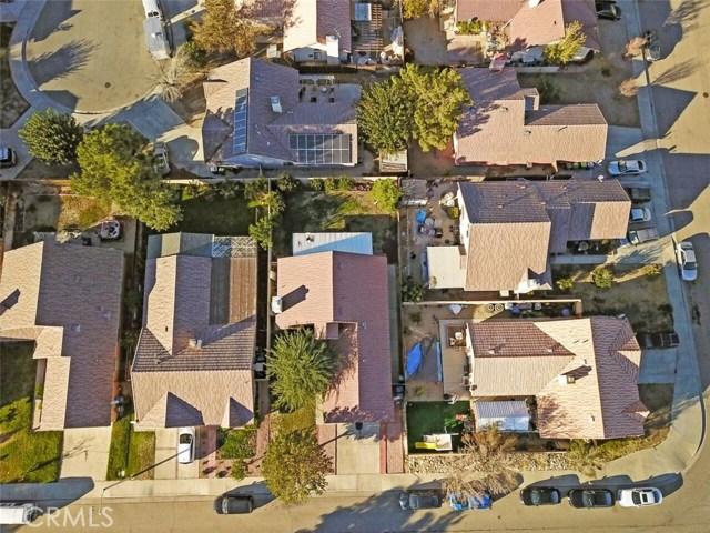 5139 Sunburst Drive, Palmdale CA: http://media.crmls.org/mediascn/8fd2e33d-0d46-40e0-ba0f-5d5af761500d.jpg