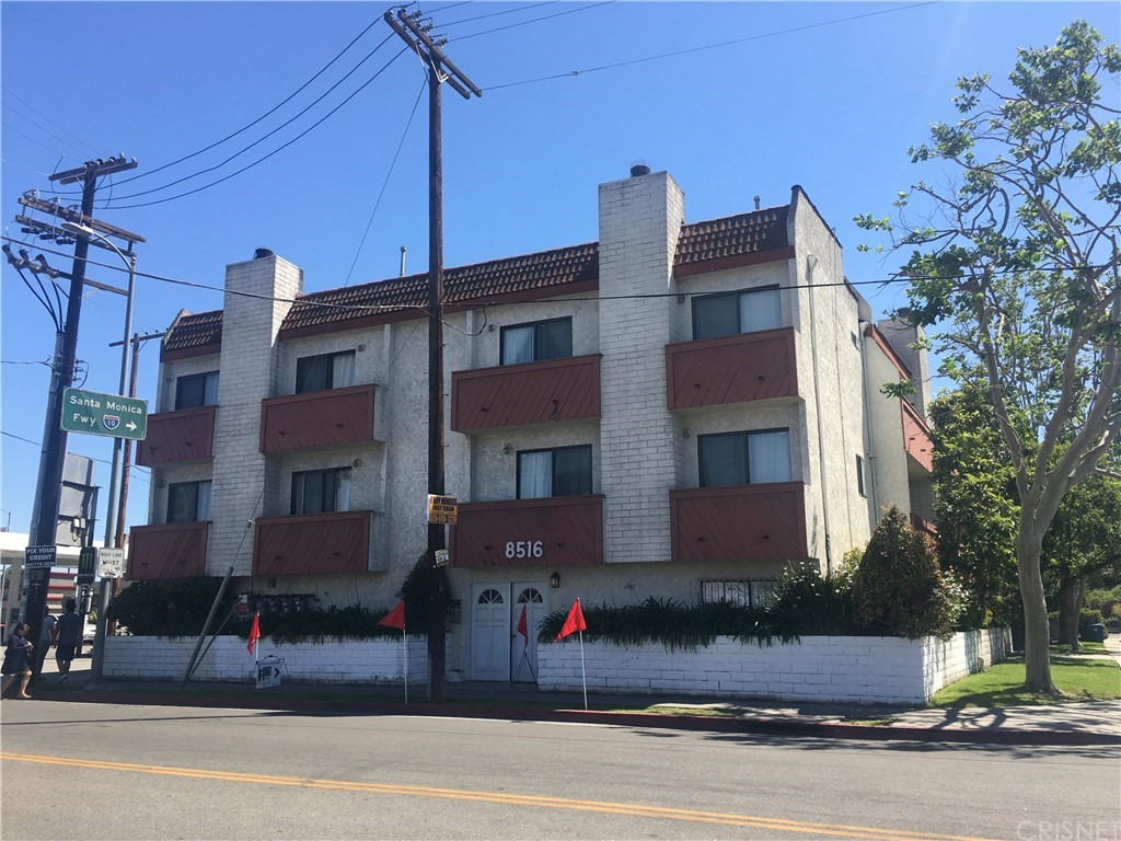 Property for sale at 8516 Cadillac Avenue #4, Los Angeles,  CA 90034