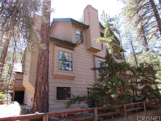 2117 Cypress Way, Pine Mtn Club CA: http://media.crmls.org/mediascn/901204ec-c74f-4e9a-9bd6-64cfceef0e7f.jpg