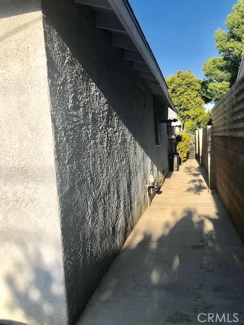 6857 Quakertown Avenue, Winnetka CA: http://media.crmls.org/mediascn/90188a01-f9a7-4632-91f6-ac2e4b47820d.jpg