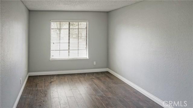 42502 52nd W Street, Quartz Hill CA: http://media.crmls.org/mediascn/901cbf2a-cfe6-4c62-8be8-89101d889b4e.jpg