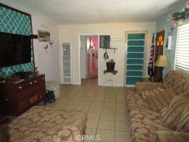 44745 Andale Avenue, Lancaster CA: http://media.crmls.org/mediascn/901d1433-dc28-44ed-9bb2-f191ce30c1d7.jpg