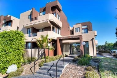 7826 Topanga Canyon Boulevard, Canoga Park CA: http://media.crmls.org/mediascn/9087900e-7d8a-44b2-9709-eb9b07d67333.jpg
