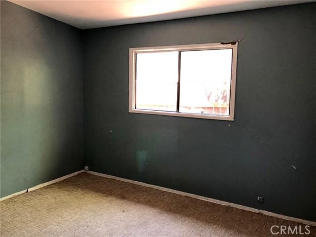 7800 Geyser Avenue, Reseda CA: http://media.crmls.org/mediascn/90ef8aa3-0e90-4c56-aec8-d67eebe979c0.jpg