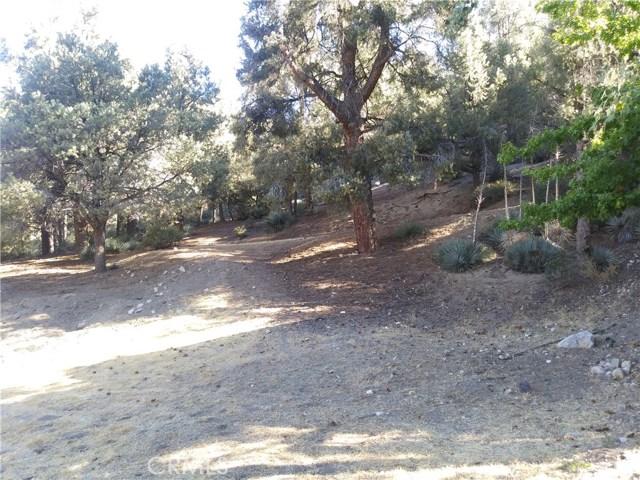 2204 Woodland Drive, Pine Mtn Club CA: http://media.crmls.org/mediascn/9109b652-35c9-41a5-b9e8-b83a7683b570.jpg