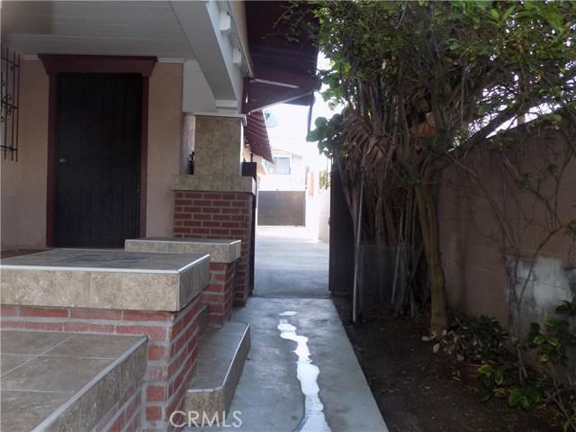 1917 W Jefferson Boulevard, Los Angeles CA: http://media.crmls.org/mediascn/911193b3-f738-447e-af49-e158116b556d.jpg