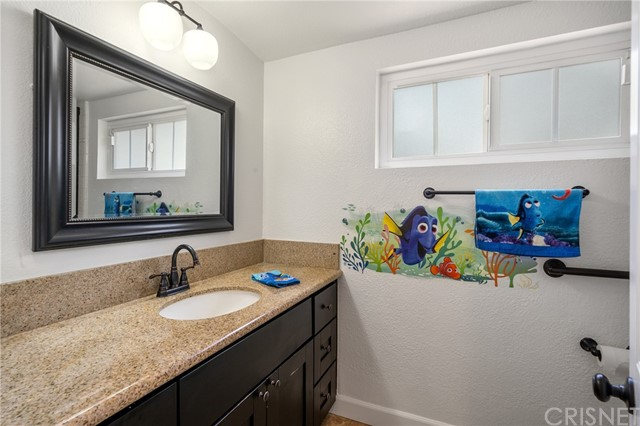20324 Reaza Place, Woodland Hills CA: http://media.crmls.org/mediascn/915791fd-fd5e-476b-9077-85878caa7137.jpg