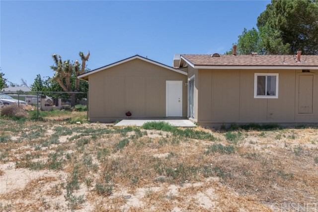 40638 173rd E Street, Lake Los Angeles CA: http://media.crmls.org/mediascn/91a99385-e135-4ff3-849c-9fcba7625cb4.jpg