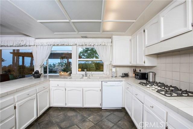 4486 Winnetka Avenue, Woodland Hills CA: http://media.crmls.org/mediascn/91b14309-1ff2-4690-9568-9d6217b2bf36.jpg