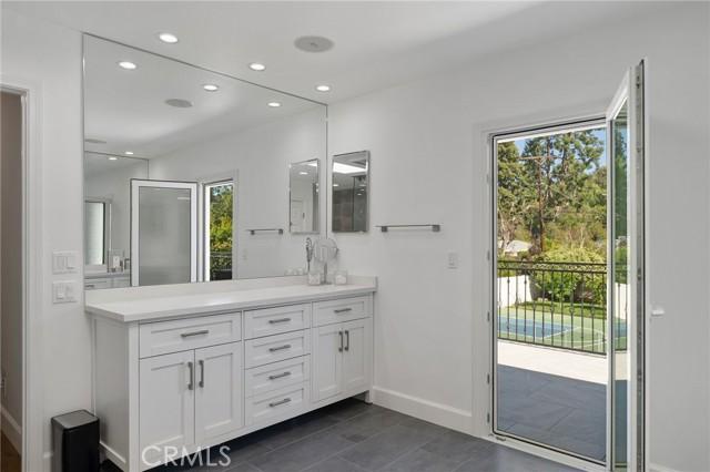 6140 Fenwood Avenue, Woodland Hills CA: http://media.crmls.org/mediascn/91b357ce-bc70-44de-8331-a56058bd68bd.jpg