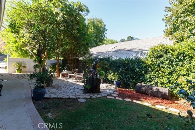 4972 Brewster Drive, Tarzana CA: http://media.crmls.org/mediascn/91cf4d8e-2975-46f7-b3a7-c944cb3eed34.jpg