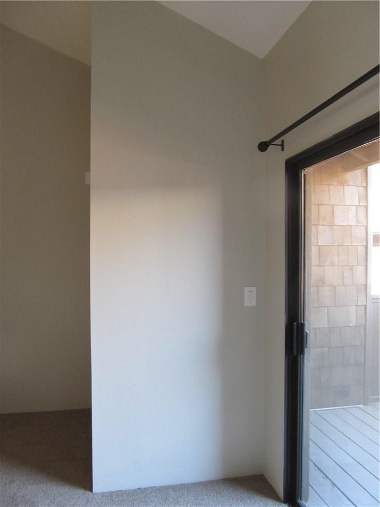 326 N 5th Street, Burbank CA: http://media.crmls.org/mediascn/91d085a8-e847-4c3a-b482-fe1982477b64.jpg