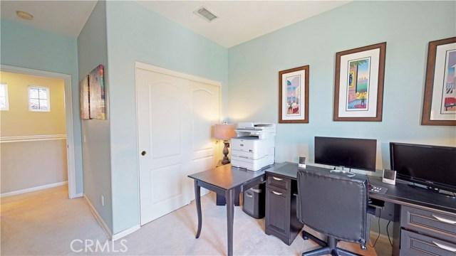 26900 Monterey Avenue, Valencia CA: http://media.crmls.org/mediascn/91e90d04-3121-4348-84af-bd9a373da1fd.jpg