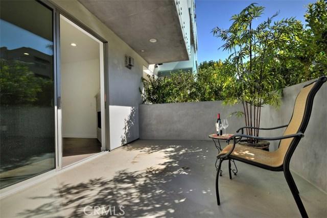 12045 Guerin Street, Studio City CA: http://media.crmls.org/mediascn/91ef8ebe-b414-4b0d-818d-fdd8ad3c9331.jpg