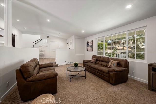 20324 Reaza Place, Woodland Hills CA: http://media.crmls.org/mediascn/91f0a158-573f-41a8-a045-338710492c45.jpg
