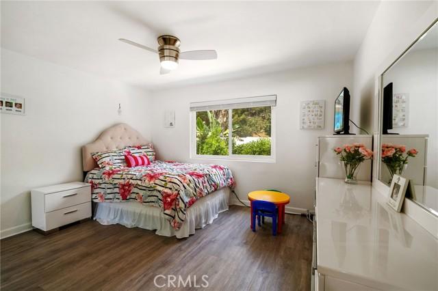 20324 Reaza Place, Woodland Hills CA: http://media.crmls.org/mediascn/92053900-2faf-4e4d-971c-73aa8d967121.jpg