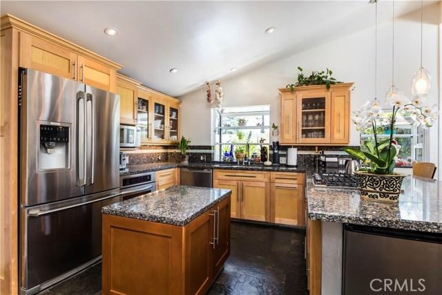 5814 Mcdonie Avenue, Woodland Hills CA: http://media.crmls.org/mediascn/920d93e0-53fc-47df-adc7-45c0f2a97936.jpg