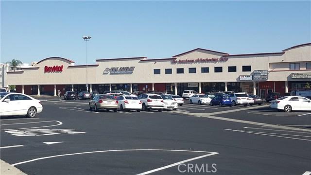 17909 Ventura Boulevard, Encino CA: http://media.crmls.org/mediascn/9249b15f-7d4a-4bbd-ab60-492834a98a29.jpg