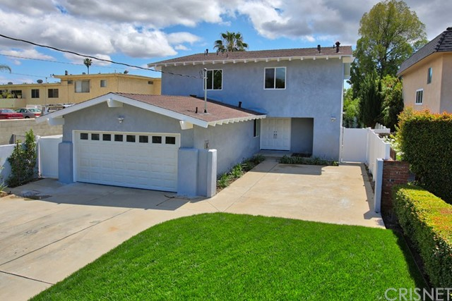 Single Family Home for Sale at 13724 Erwin Street Valley Glen, California 91401 United States