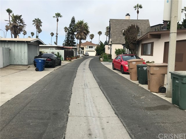1238 1240 Devon Lane, Ventura CA: http://media.crmls.org/mediascn/92a104f9-0be7-486c-b39e-7d8f660e4441.jpg