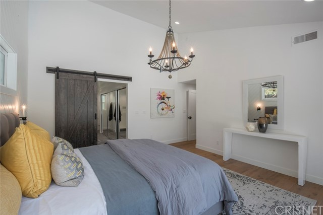 22421 Bessemer Street, Woodland Hills CA: http://media.crmls.org/mediascn/92f0b417-95fc-45e9-be52-f84d3fe48601.jpg