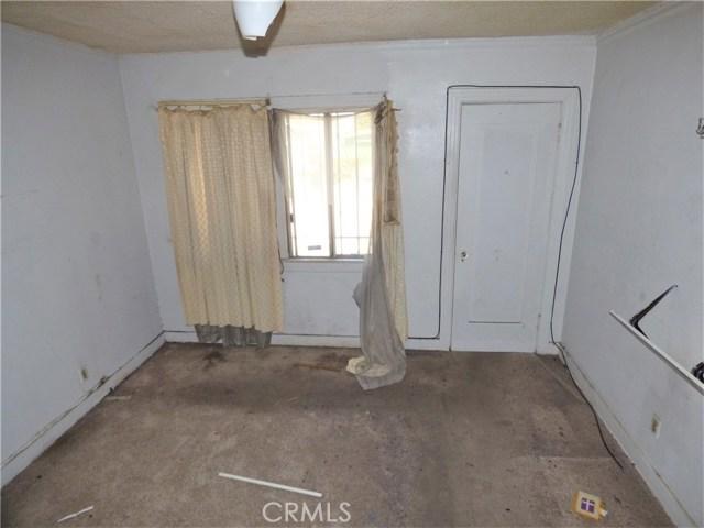827 E 74th Street, Los Angeles CA: http://media.crmls.org/mediascn/930ff282-44e2-4033-aa29-bcca986ddef9.jpg